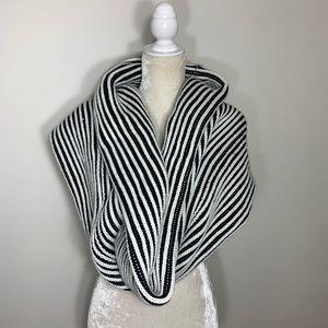 5e4467c5dbe ... FINAL SALE❗️Unbranded • chunky knit infinity scarf ...